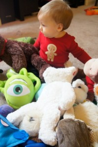 Does-your-child-have-too-many-toys-575x865